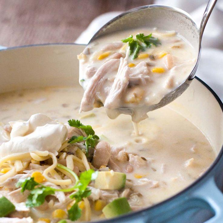 白いチキンエンチラーダスープ ‐ メキシコの味の体も心も温まるスープです。ローストチキンの余りでも出来ますよ。