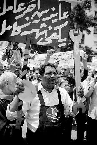 Demonstrasyon sa Cairo. Litrato ni Hossam el-Hamalawy sa Flickr (CC BY-NC-SA 2.0).