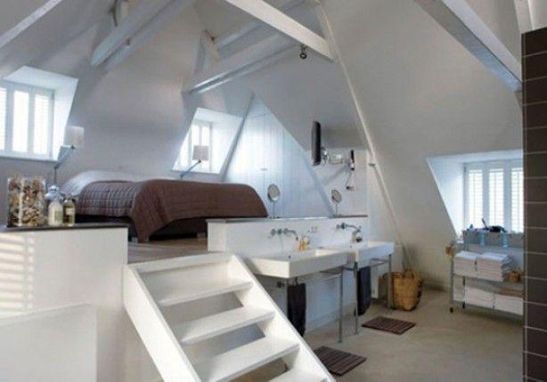 wat een mooie indeling voor een slaapkamer op de zolderetage!