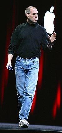 Стив джобс водолазка джинсы