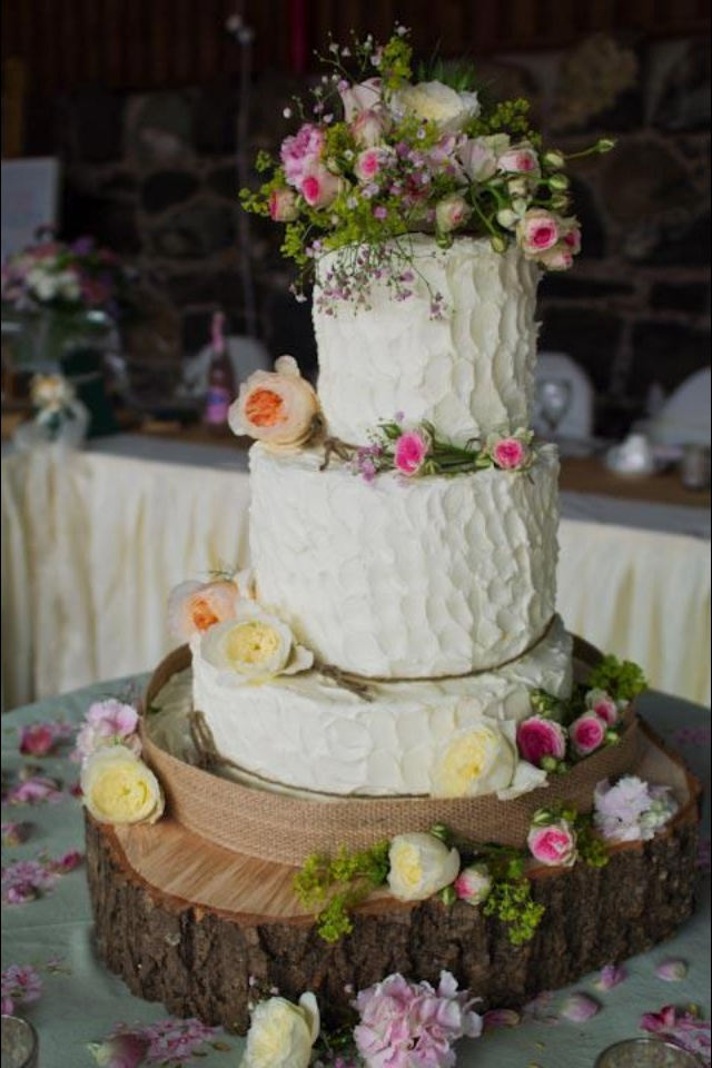 my rustic wedding cake.. i loved it: Cakes Ideas, Flower Cakes, Rustic Weddings, Flowers Cakes, Country Cakes, Rustic Wedding Cakes, Cakes Wedding, Rustic Cakes, Bride Groom