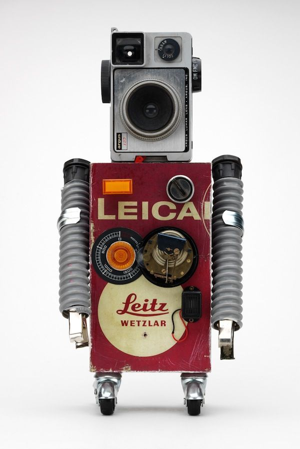 The perfect photographer, he has two cameras with him all the time. From Pitarque Robots