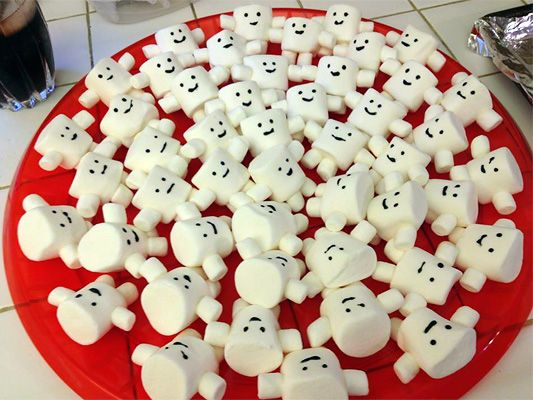 Seriously how cute are these little marshmallow Adipose?? This is an entire DIY Doctor Who themed party for kids with some cute ideas! I do, after all, have a Doctor fan who is a kid...at heart
