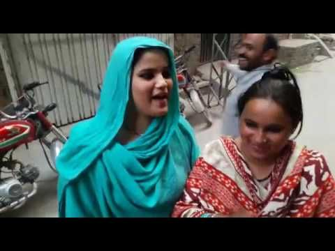 """fun For EveryOne: Beger doing great Singing In Pakistan On""""' Justing..."""
