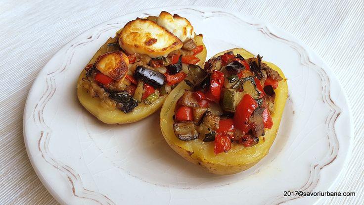 Cartofi umpluti cu legume (ratatouille) reteta de post, vegana. Cartofi copti cu o umplutura delicioasa de legume sotate: vinete, ardei, dovlecei, usturoi