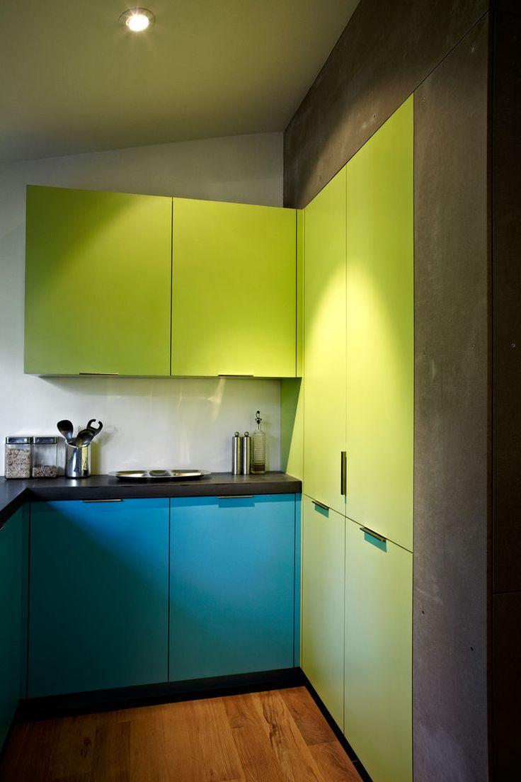 Verde de ne n moderno y gabinetes de cocina azules - Cocinas azul tierra ...