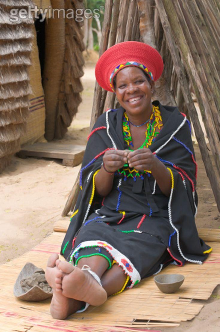 Zulu traditional dress in zulu kraal kwazulu natal - Africa Zulu Woman Making Pottery Dishes Kwazulu Natal South Africa Paul Thompson The Zulu South Africa Pinterest Kwazulu Natal