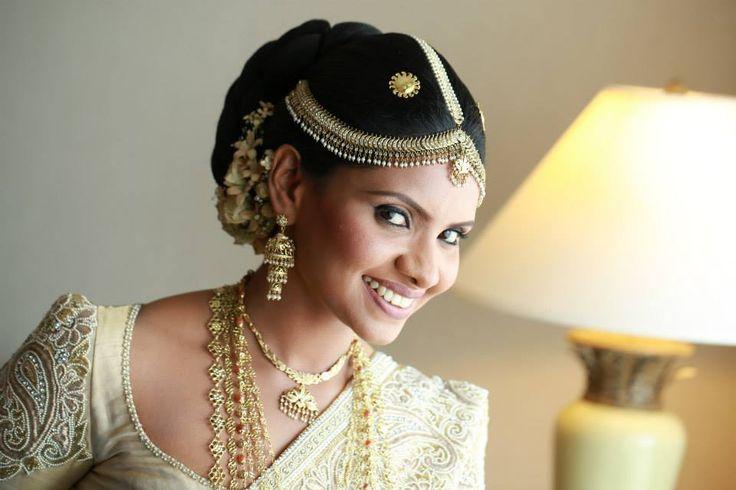 beautiful Kandyan bride