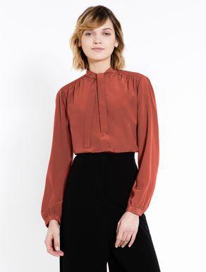 Camicia di seta con collo a fiocco