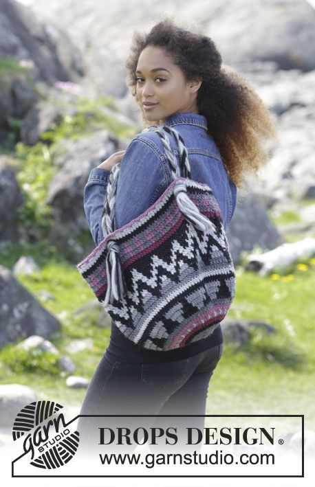 Crochet bag with colored pattern. The piece is worked in DROPS Eskimo. Free pattern by DROPS Design.