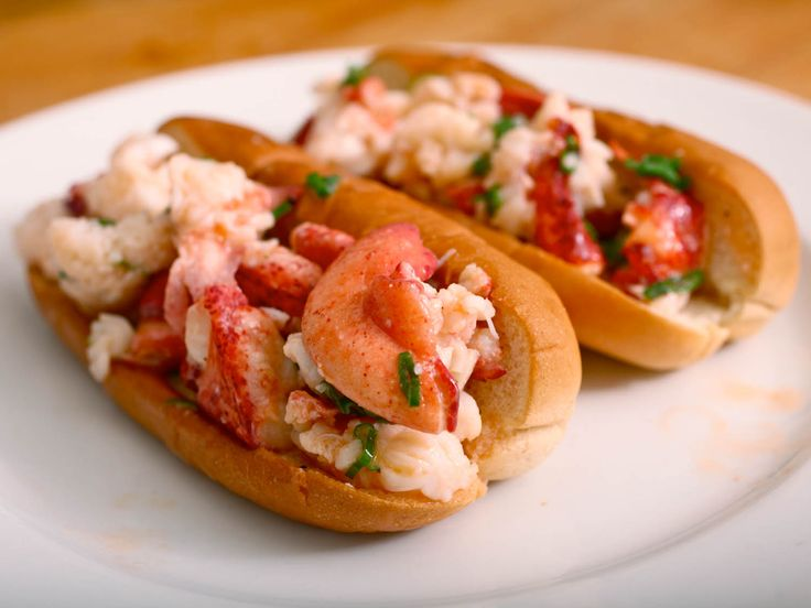 Make awesome homemade #lobster rolls this summer #recipe