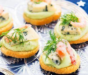 Recept: Crostini med avokado och ädelost