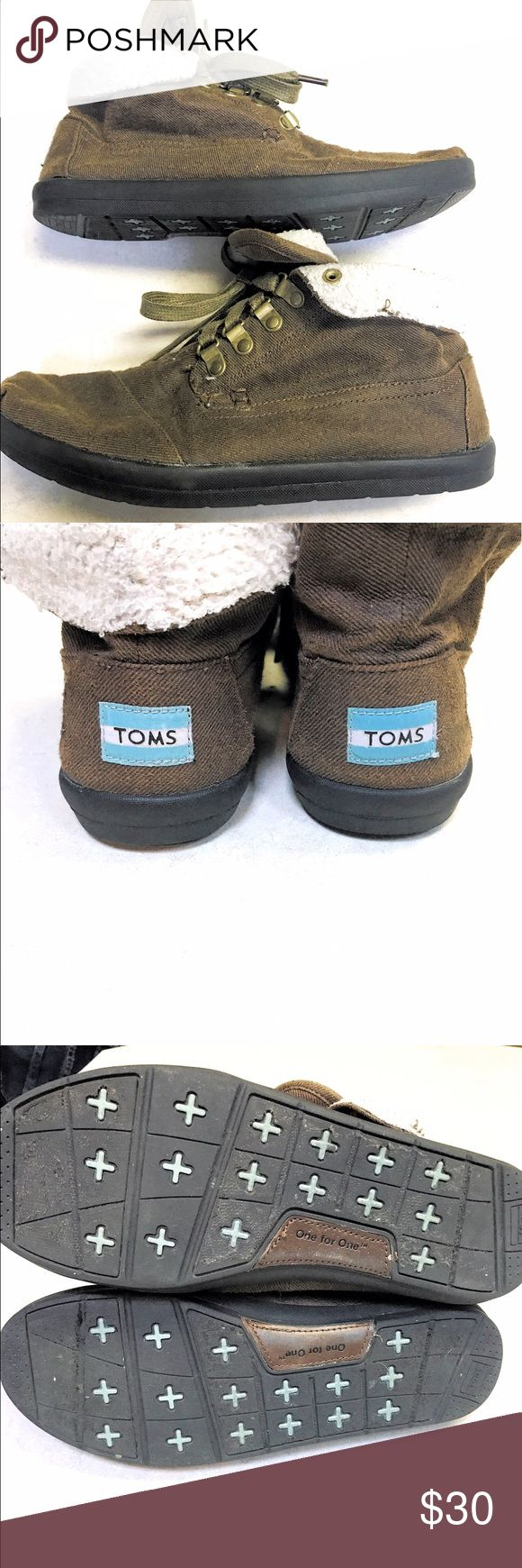 TOMS Botas  size 9 an brown canvas ankle boots. TOMS Botas size 9. Lightweight chambray ankle boots, fully lined. Where them up, or folded down and show off the brand! TOMS Shoes
