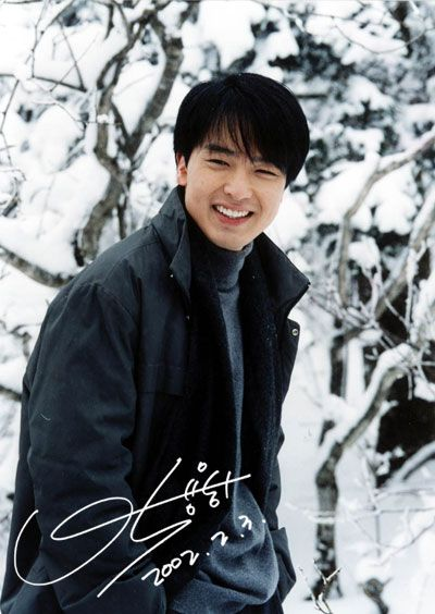 Park Yong-ha (August 12, 1977 – June 30, 2010) was a Korean actor and singer. He committed suicide at the age of 32. He was a talented young actor & singer and highly respected & loved Hallyu star. His death hit the Korean acting community hard as well as his fans.