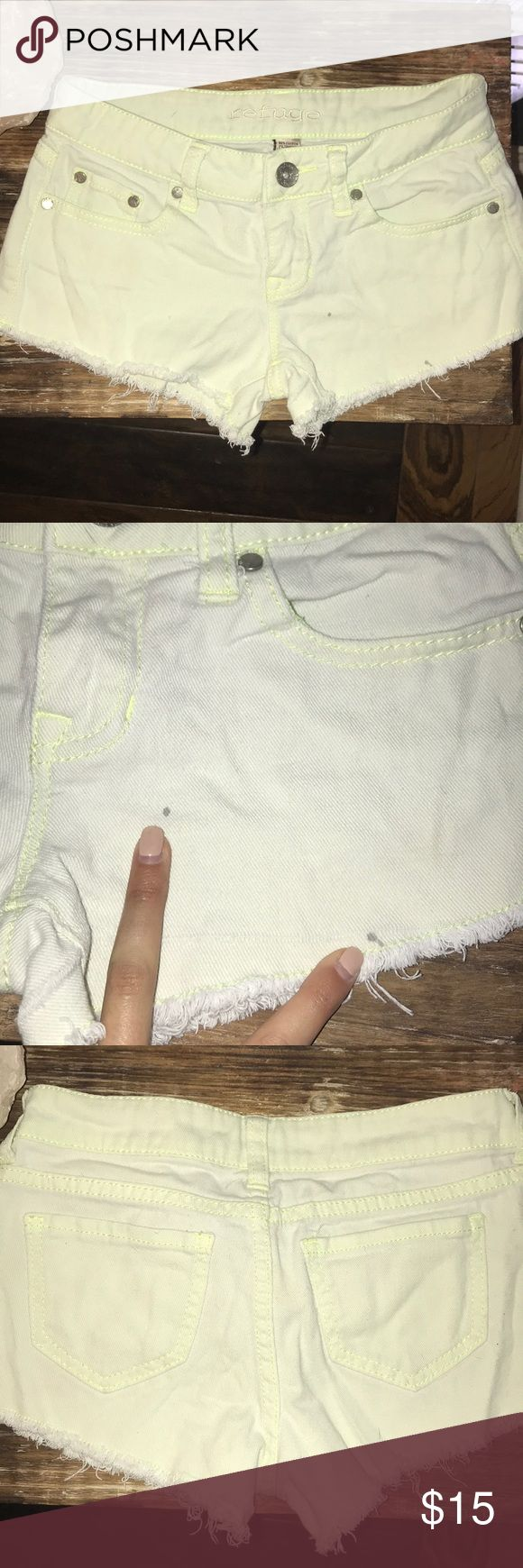 Neon yellow shorts Neon yellow shorts. Worn a couple times, has 2 minor flaws. They are 2 small paint splatter spots (made the mistake of painting in these.. see pics!) but are barely noticeable when wearing. Still cute shorts!! refuge Shorts