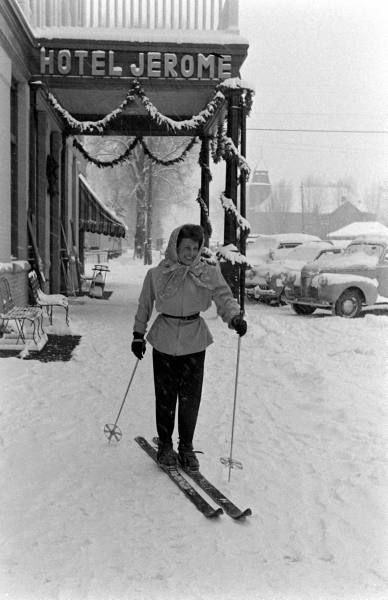 Hotel Jerome - Aspen 1947  Too bad you can't just ski in and ski out of the J Bar like this anymore!