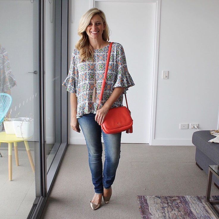 Popped on this gorgeous new Zara number (which reminds me of holidays in Greece and Italy) and matched it to my bag for @icurvy's  #rulebreakersclub 'matchy matchy' style challenge yesterday. . . @zaraaus top   @witcheryfashion jeans and flats   @seedheritage necklace   @katespadeny bag…