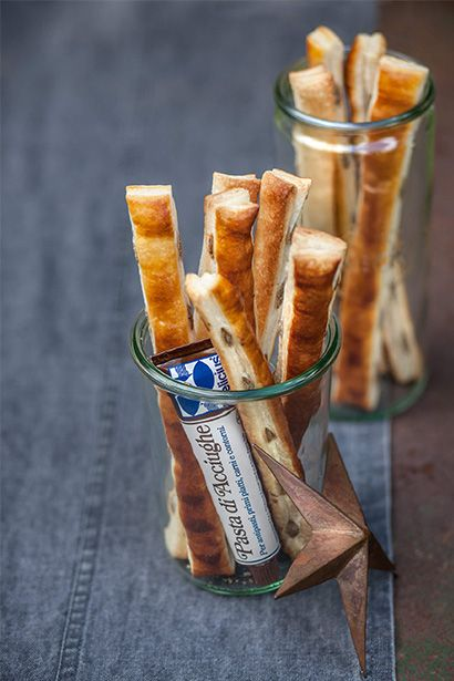 Anchovy Sfogliette - the fun appetiser to serve at a summer evening party! Quick and easy preparation. Serve warm or at room temperature.