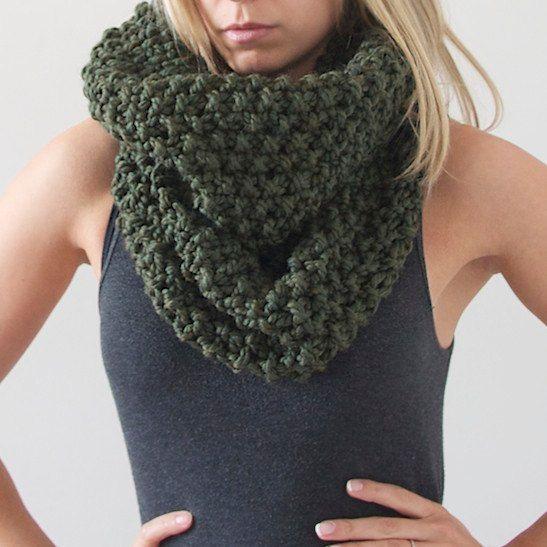 Chunky Knit Infinity Scarf in Dark Green by AnahareoSeasonal