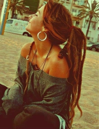 A small part of me would like to have dreadlocks for awhile.... ♥