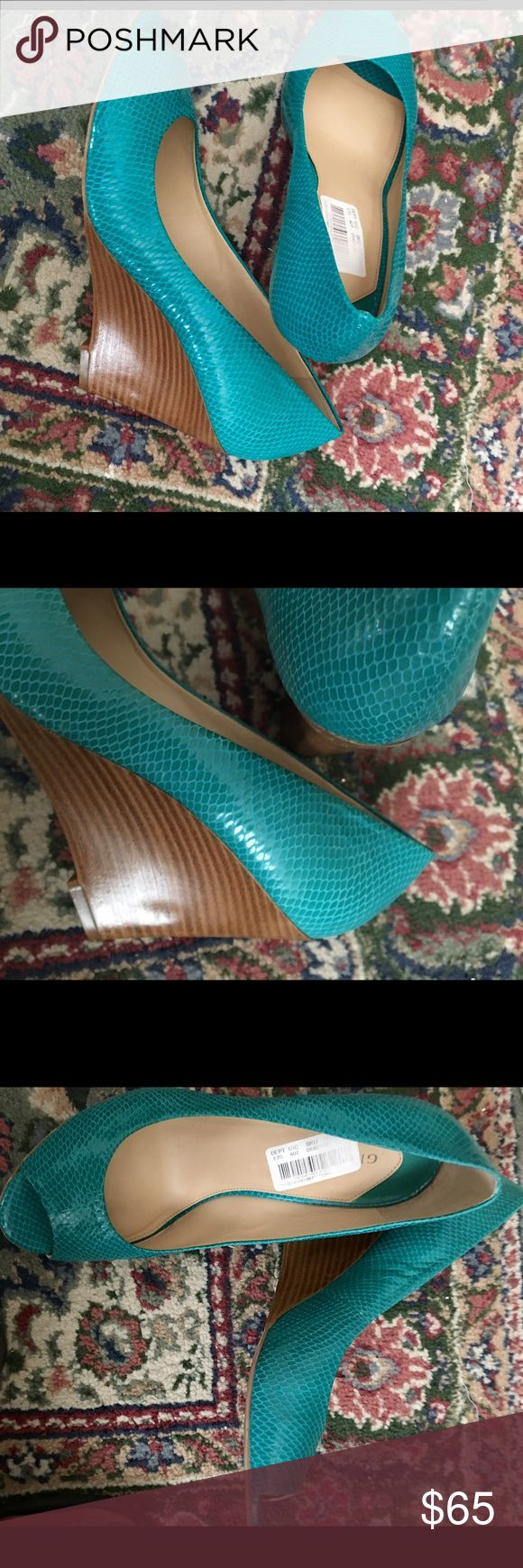 Terrific turquoise wedge heels 💙 Gorgeous wedge heels, peep toes, slip on, a beautiful accompaniment to any outfit! Gianni Bini Shoes Wedges