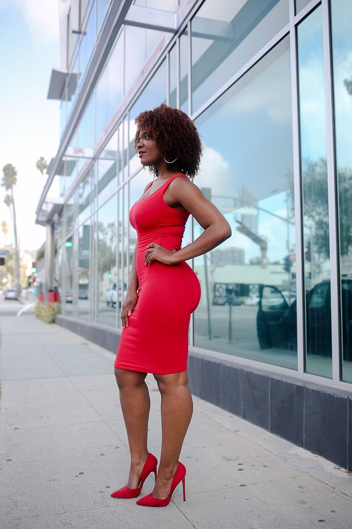So you may remember a few months ago I said the most simple way to look chic is by wearing a monochromatic outfit, meaning a head to toe outfit in the same color. Well I'm back at it but this time I went for lady in red. I like to call this look sexy chic. I paired this form fitting red dress wit