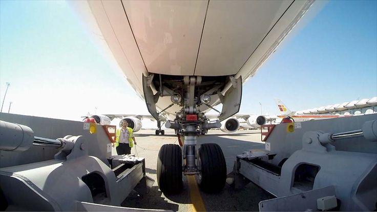 Más de 1.000 vuelos diarios con 115.000 pasajeros. El Aeropuerto Adolfo Suárez Madrid-Barajas está recuperando sus cifras de récord, las de 2007, cuando tuvo más de 5 millones de pasajeros en un ...