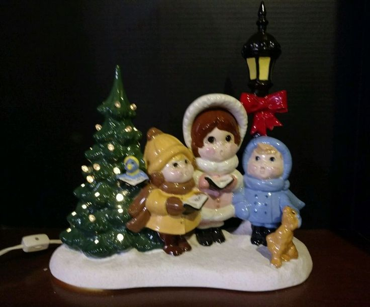 Ceramic Christmas Tree Carolers Dog Snow Table Coach Light Vintage Pegs 13X14X6