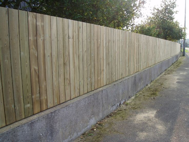 Cloture bois idee exterieur pinterest planks gates for Cloture exterieur