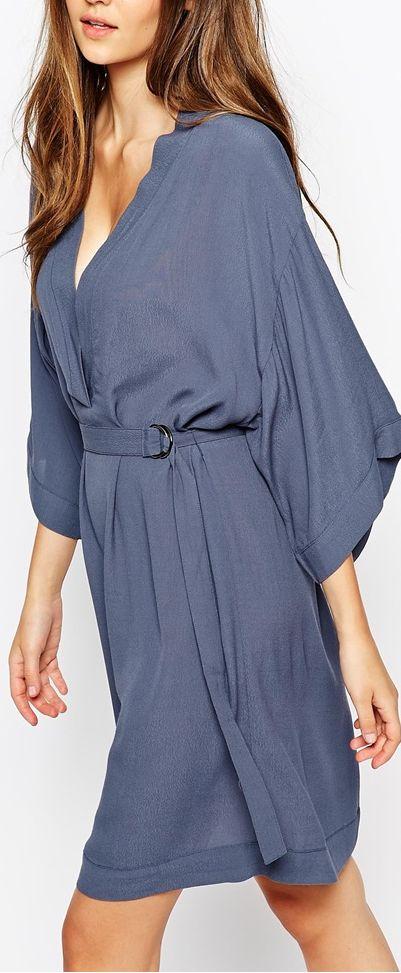Pretty silhouette, soft kimono dress