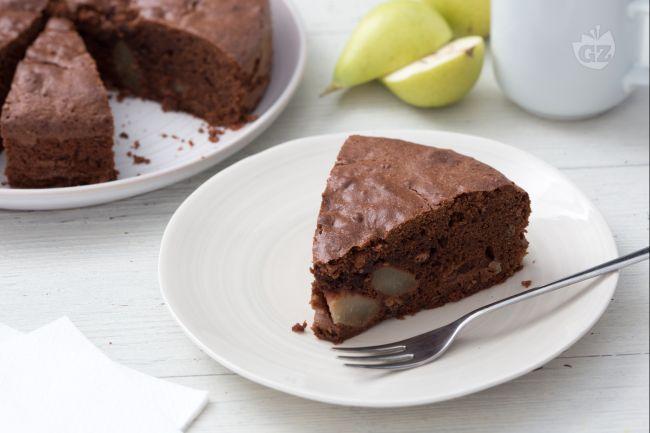 La ricetta della torta di pere e cioccolato, un dolce classico che propone uno degli abbinamenti più golosi: pere coscia e cioccolato fondente!