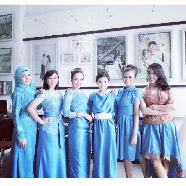 bridemaids #blue #brokat-satin