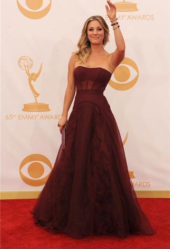 Kaley Cuoco Los vestidos de los Emmy 2013