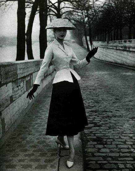 В 1947 году Кристиан Диор выпустил свою первую коллекцию New Look