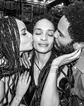 After stunning at the Met Gala 2015, Lenny Kravitz got up close and personal with daughter Zoe Kravitz and ex-wife Lisa Bonet in a Twitter pic