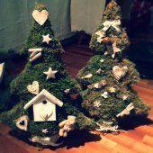 Albero di #Natale in legno e muschio decorato con oggetti vari #handmade #Christmas
