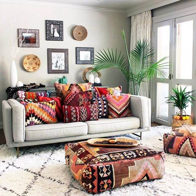 From painting and hand stitching, the coolest homes and the best in accessories. Meet Alyse Studios for the best in bohemian style decor.