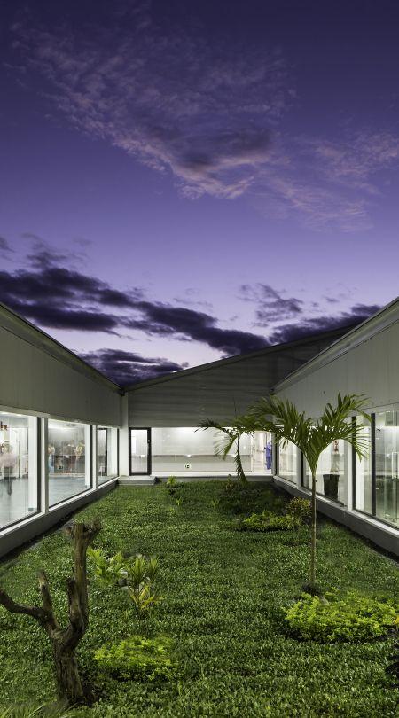 Obra: HOSPITAL DE PUYO, Puyo (Ecuador) Autores:PatricioMartínezGonzález, MaximiàTorruellaCastel, arquitectos