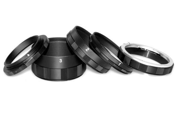 Macroset 3st Mellanringar - Canon EOS. Macroset används framförallt vid makrofotografering som ett billigare alternativ till makro-objektiv. Makroringar, extension tubes eller mellanringar som det också heter är ringar med olika tjocklek som placeras mellan kameran och objektivet. Detta gör att linserna kommer längre ifrån sensorn vilket i sin tur ökar förstoringsgraden.