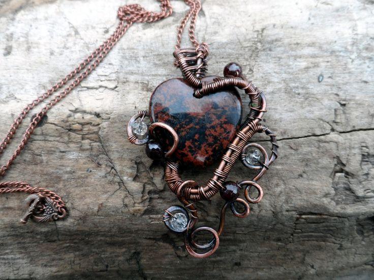 """Pendentif Jaspe"""" avec une pierre de jaspe et de perles de cristal et de grenade exécutée dans la technique du wire-wrap : Collier par cuivre-bijoux"""