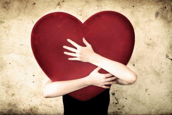 Fazer exercício para um coração saudável  Um estilo de vida inativo é um dos fatores de maior impacto sobre o desenvolvimento de deficiências cardíacas. Por sorte existe um recurso excelente para prevenir estas doenças: fazer atividade física com regularidade e principalmente exercícios de tipo aeróbico. O que é?  O exercício cardiovascular também chamado aeróbico é aquele que envolve grandes grupos musculares e obriga o organismo a consumir mais oxigênio fortalece o coração e a coluna reduz…
