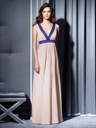 Lang; twee kleuren kiezen; bridesmaid? But different main color. nude would wash out of the bridesmaids