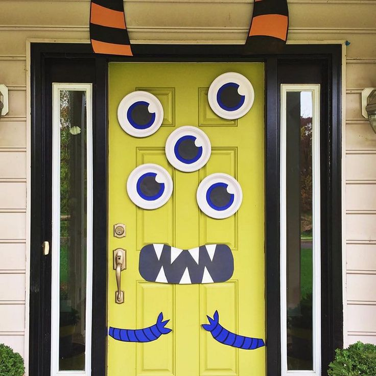 Cute & Creepy Monster Mash Halloween Door (via @eastcoastcreative).