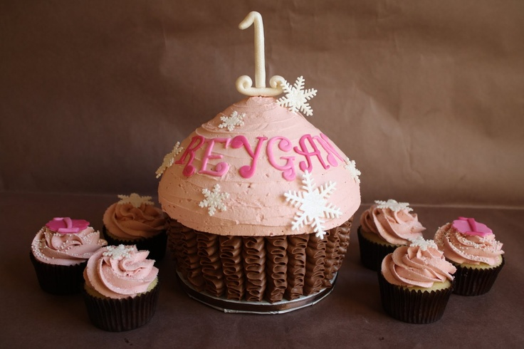 I think I want to do cupcakes like these...but in purple and pink. And the big cake smaller for the smash cake...