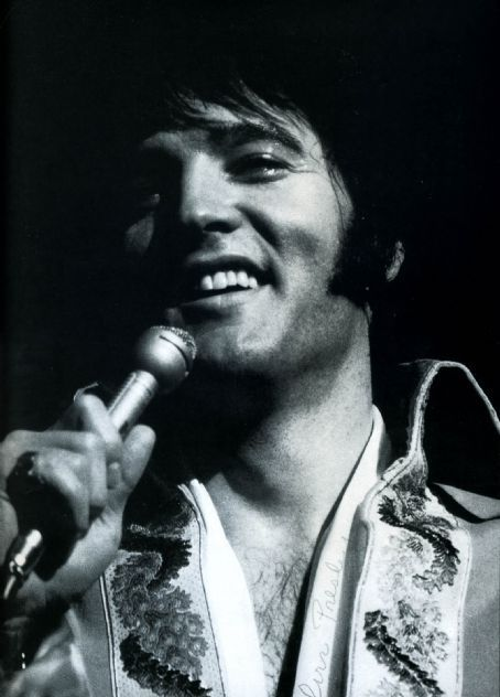 elvis presley informative speech The incredible elvis presley life story began when elvis aaron presley was born  to vernon and gladys presley in a two-room house in tupelo, mississippi,.