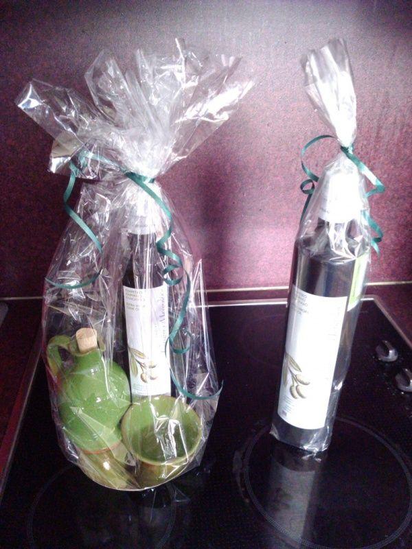 Kerstpakket fles olijfolie 500 ml met handgemaakt olijfkannetje en schaaltje | Olijfolie uit Kreta Bestellen | Olijfolie Manolakis