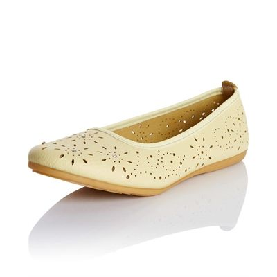 Have a look at these shoes  Leathersoft Sparkle Ballerina #Unisex, #Ballerina, #CasualShoes, #Footwear, #Leathersoft, #Rivers, #Sparkle, #Women http://www.fashion4shoes.com.au/shop/rivers/leathersoft-sparkle-ballerina/