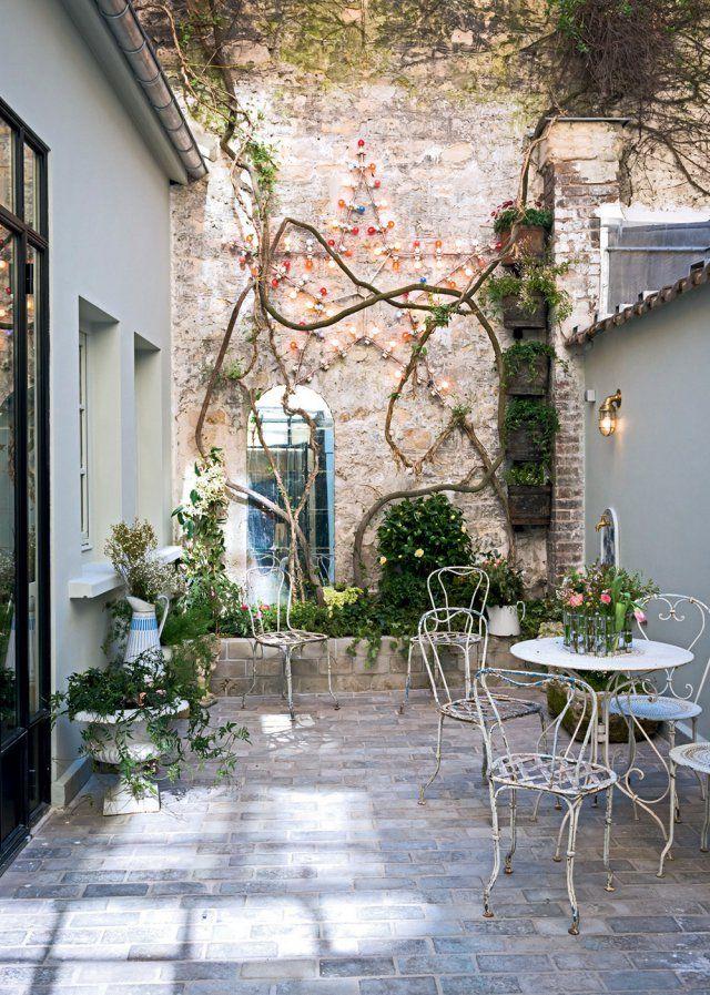 Un patio figé dans le temps  - Marie Claire Maison