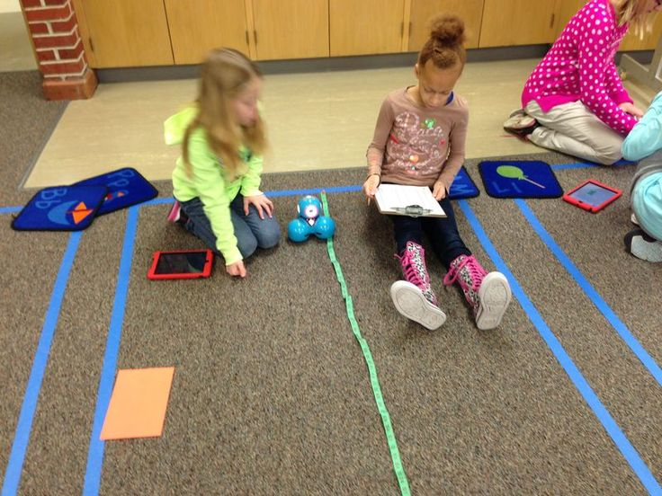 Dash and Dot Robots:  Distance and Speed Experiment