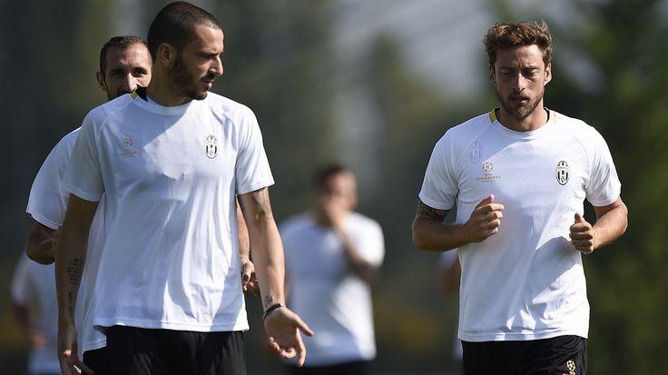 http://www.tuttosport.com/foto/calcio/serie-a/juventus/2016/09/26-15784879/juventus_di_corsa_prima_di_partire_per_la_croazia/